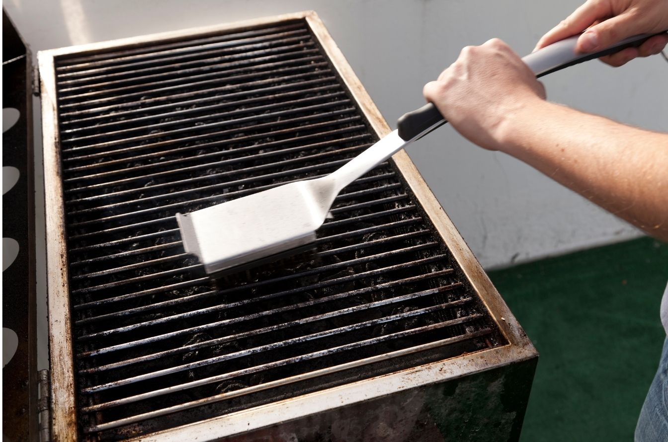 cleaning grill grates with a grill brush